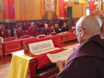 Samye_Ling_Temple_with_Sangha_and_Abbot_Lama_Yeshe_Losal_Rinpoche
