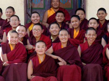 buddhism_buddhist-nuns-mahayani-750x495