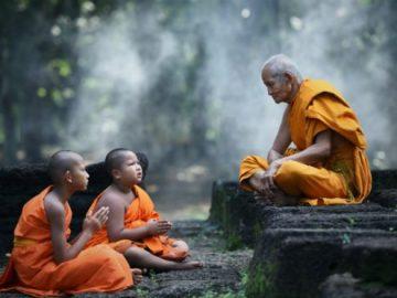 Monks-Dhamma-talk-640x371
